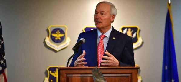 Gov. Asa Hutchinson speaks to Team Little Rock members at Air Force base, 08/13/19.