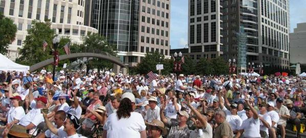 The crowd of participants at the Fair Tax Rally in Orlando, Florida in 2006.