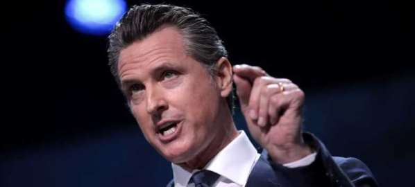Gov Gavin Newsom speaking with attendees at the 2019 CA Democratic Party State Convention.