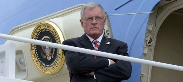 Keith Kellogg standing outside Air Force One.