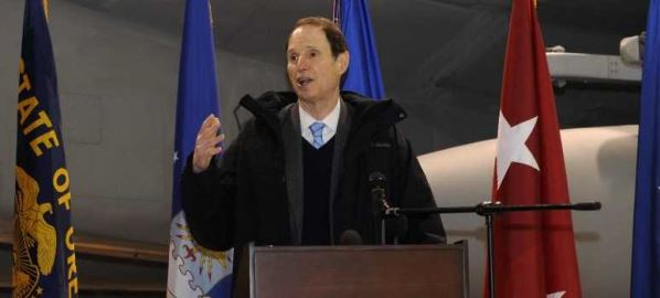 Ron Wyden speaks to attendees at the Port of Portland lease signing ceremony, 1/16/2013.